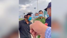 """Phó chủ tịch phường nói """"bánh mì không phải thực phẩm thiết yếu"""" được cho thôi việc"""