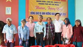 Phó Bí thư Thành ủy TPHCM Võ Thị Dung thăm, trao tiền hỗ trợ người dân vùng hạn hán Ninh Thuận
