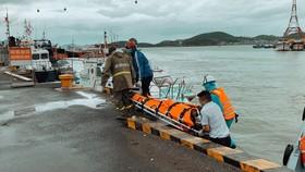 Cứu 4 thuyền viên tàu nước ngoài bị nạn trên biển