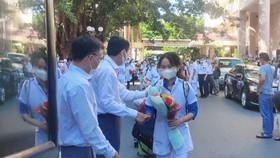 Lãnh đạo tỉnh Khánh Hòa động viên đoàn bác sĩ, tình nguyện viên lên đường hỗ trợ tỉnh Phú Yên phòng chống dịch Covid-19