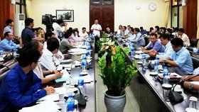 """Bộ NN-PTNT lại họp khẩn để """"kéo"""" giá heo giảm xuống"""