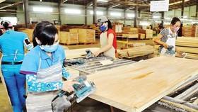 """Đồ gỗ """"miễn nhiễm"""" cuộc chiến thương mại Mỹ-Trung, xuất siêu gần 6 tỷ USD"""