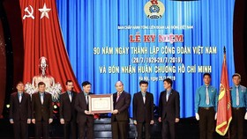 Thủ tướng trao Huân chương Hồ Chí Minh cho Công đoàn Việt Nam