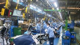 Cán bộ công đoàn trích lương ủng hộ người lao động