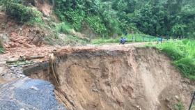 Mưa lớn gây lũ lụt và sạt lở nhiều tuyến đường vùng Tây Bắc