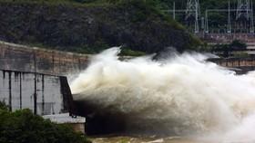 Hồ thủy điện Hòa Bình mở 1 cửa xả đáy từ 8 giờ sáng mai 30-9