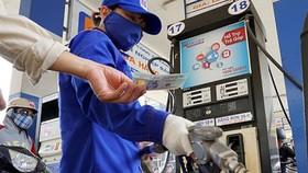Xăng dầu tiếp tục tăng giá từ chiều 26-12