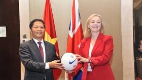 Việt Nam chính thức ký kết UKVFTA, thực thi từ 31-12-2020
