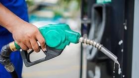 Xăng tiếp tục tăng thêm gần 700-800 đồng/lít