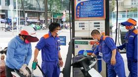 Chiều nay 27-4, giá các loại xăng, dầu tăng nhẹ