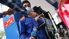 Giữ nguyên giá bán xăng dầu trong vòng 15 ngày tới