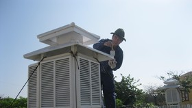 Hà Nội tiếp tục hứng chịu nắng nóng 40 độ C