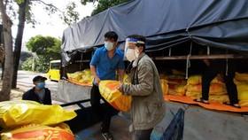 Bộ NN-PTNT chuẩn bị hỗ trợ lương thực cho công nhân ở TPHCM
