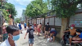 Trứng, gạo, thanh long, thịt gà… đã tới các khu nhà trọ ở TPHCM