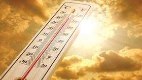 Nắng nóng bất thường, nhiệt độ tháng 8 chưa từng có trong tiền lệ