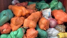 105 tấn rau củ trên chuyến tàu chạy xuyên đêm từ Hà Nội vào TPHCM tặng người dân