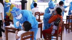Hỗ trợ tiền cho sản phụ nhiễm Covid-19, những trẻ em mồ côi cha mẹ vì đại dịch