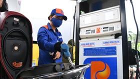 Từ chiều nay 11-10, mỗi lít xăng, dầu tăng thêm gần 1.000 đồng