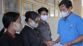 Thành lập 12 đoàn kiểm tra việc hỗ trợ gạo và tiền cho người lao động khó khăn