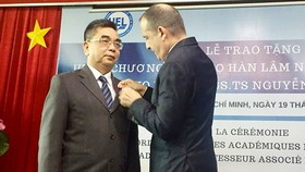 Cộng hòa Pháp trao Huân chương Cành cọ Hàn lâm cho PGS.TS Nguyễn Ngọc Điện
