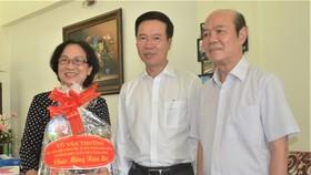 Đồng chí Võ Văn Thưởng thăm, chúc Tết gia đình GS-TSKH Lê Ngọc Trà