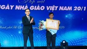 GS-TS Lê Văn Tán, Phó hiệu trưởng Trường ĐH Công nghiệp TPHCM nhận Huân chương Lao động Hạng Nhì