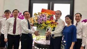 Bí thư Thành ủy TPHCM Nguyễn Văn Nên thăm và chúc mừng các nhà giáo lão thành cách mạng