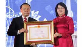 ĐH Quốc gia TPHCM đón nhận danh hiệu Anh hùng Lao động thời kỳ đổi mới