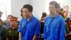 2 bị cáo Sơn và Thiện tại phiên tòa (từ trái qua phải).