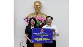 Nhân chuyến thăm và làm việc, Phó Chủ tịch nước Đặng Thị Ngọc Thịnh đã trao tặng 1,3 tỷ đồng cho Quỹ bảo trợ trẻ em tỉnh Bình Thuận.