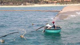 Khoảng 4.000 lít dầu DO lẫn nước đã được hút khỏi con tàu bị chìm.