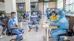 Công ty Nhiệt điện Vĩnh Tân triển khai test nhanh tầm soát dịch Covid-19