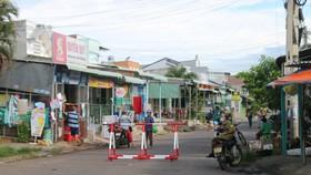 Đường Nguyễn Xí, phường Phú Tài (TP Phan Thiết) bị phong tỏa do tài xế từ Bình Dương về đây mắc Covid-19.