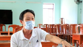 Ông Nguyễn Hải, chủ tàu cá nơi các ngư dân tỉnh Phú Yên làm việc trình bày với cơ quan chức năng.