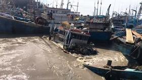 Gần 100 tàu thuyền của ngư dân thị xã La Gi bị chìm, hư hỏng do trận lũ quét.