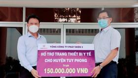 Tổng Công ty Phát điện 3 trao tặng trang thiết bị y tế cho công tác phòng, chống dịch Covid-19 tại Bình Thuận