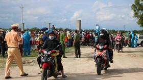 Ngành chức năng tỉnh Ninh Thuận đã lập biên bản ghi nhận vụ việc đối với 1.362 trường hợp, lập biên bản vi phạm hành chính đối với 111 trường hợp đối với số người dân tự ý về quê.