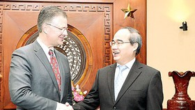 Secretary of HCMC Party Committee Nguyen Thien Nhan receives US Ambassador to Vietnam Daniel Kritenbrink on January 17 (Photo: SGGP)