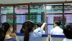 VN-Index gains nearly 10 points
