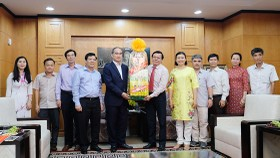 Secretary of HCMC Party Committee Nguyen Thien Nhan visits Sai Gon Giai Phong Newspaper on the first day of the Lunar New Year (Photo: SGGP)