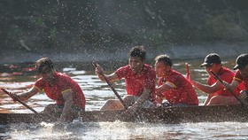 Traditional boat racing festival open in Thua Thien-Hue