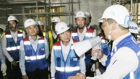 Chairman of HCMC People's Committee Nguyen Thanh Phong on the construction site of an item of Ben Thanh-Suoi Tien metro line on February 22 (Photo: SGGP)