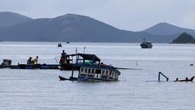 Two dead, one missing in boat capsize in Van Phong Bay