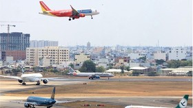 Planes at Tan Son Nhat Airport waiting to take off (Photo: SGGP)