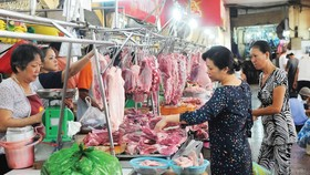 Consumers' pork demand is still high despite price hike trend (Photo: SGGP)