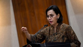 Finance Minister Sri Mulyani Indrawati delivers remarks after the signing of a memorandum of understanding and cooperation agreement at the Office of the Coordinating Economic Minister in Jakarta on Feb. 13. (Photo: Antara)