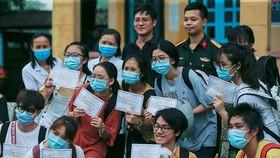 Vietnamese citizens after a quarantine period (Photo: VNA)