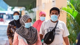 Indonesian people wear face masks to prevent spread of COVID-19 (Photo: Xinhua/VNA)