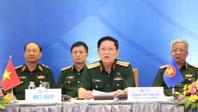 Vietnamese Minister of National Defence Gen. Ngo Xuan Lich (second, right) speaks at the ASEAN Defence Senior Officials' Meeting Plus (ADSOM+) on July 7 (Photo: VNA)