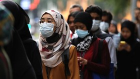 Malaysian people wear face masks to prevent spread of COVID-19 (Source: Reuteurs)